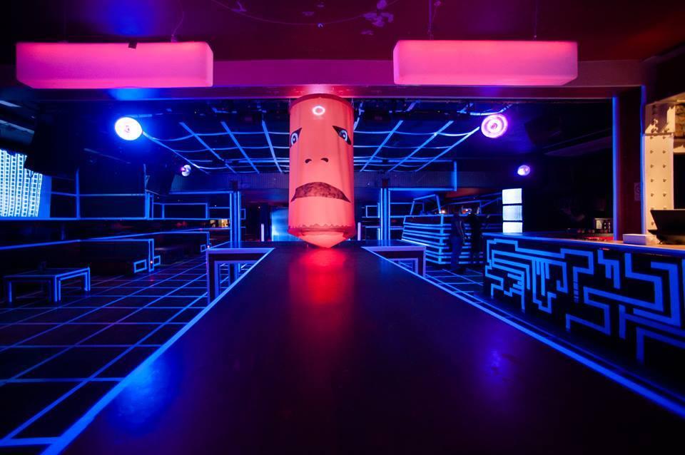 Топ ночной клуб как должен танцевать мужчина в клубе